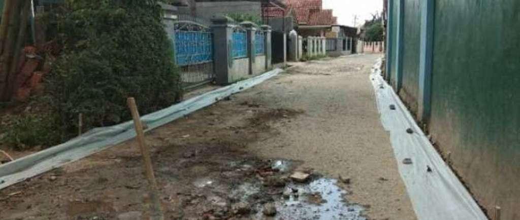 Proyek Jalan Lingkungan di Kimrumtan Disoal, CEPOT : Ko bisa ada proyek kembar yah!!