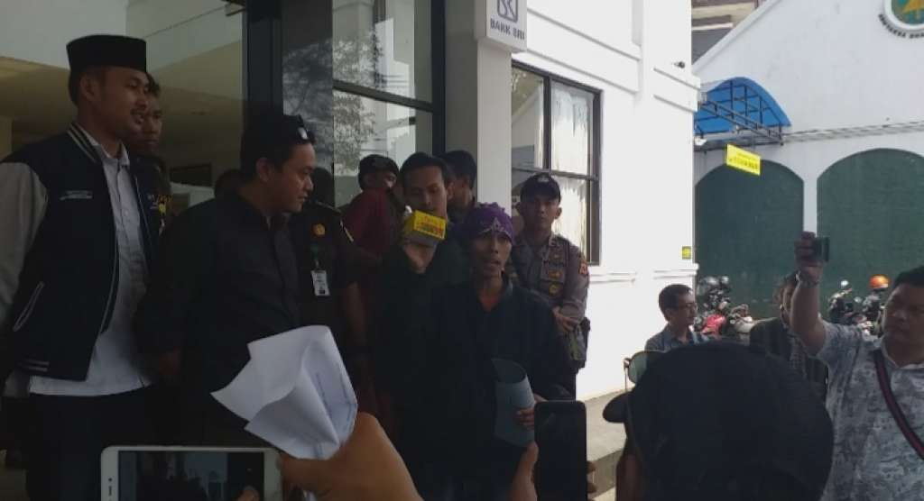 Aksi Massa GSAC, Jaksa Dihadiahi Obat Antangin