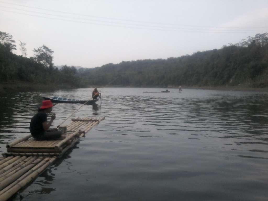 Menapak Senja di Sungai Citarum