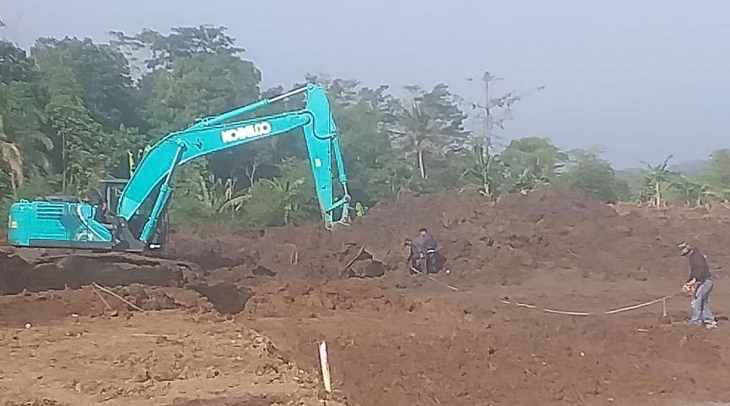Perataan Tanah Perumahan di Blok Dangdeur Tak Berizin