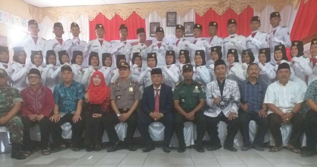 36 Anggota Paskibra di Kukuhkan Camat Gekbrong