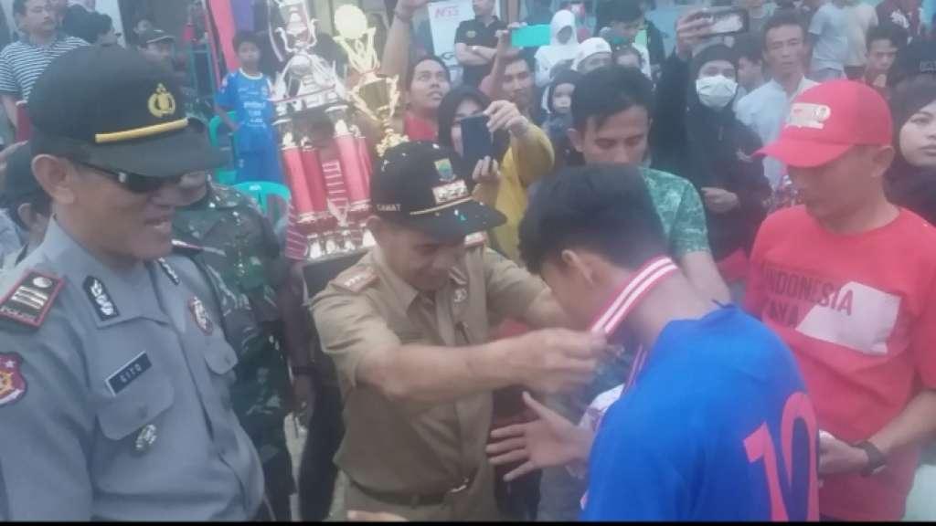 "Grand Final Sepak Bola ""Camat Cup U-18"" Tahun 2019 Tim Desa Ciwalen Angkat Trofi Juara"