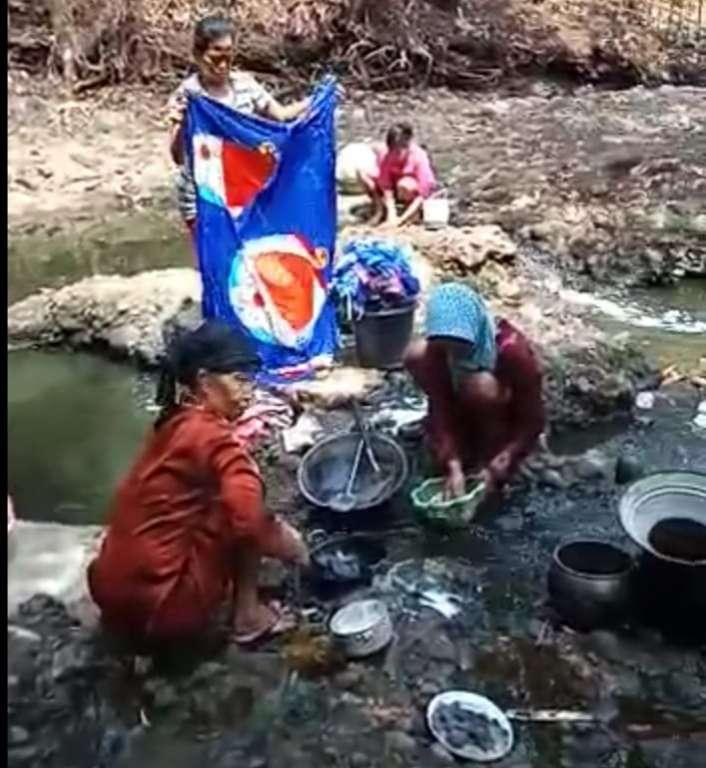 Krisis Air, Warga Desa Sukajadi Terpaksa Gunakan Air Kubangan Sungai