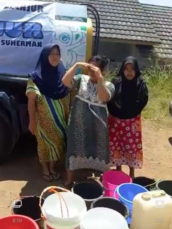 Pesan Tersampaikan, Plt Bupati Langsung Salurkan Bantuan Air Bersih