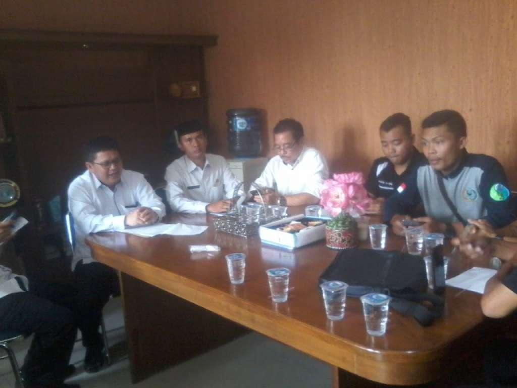 Pejabat Kemenag Cianjur Keteteran Saat Ditanya Aktivis Soal Urusan Haji