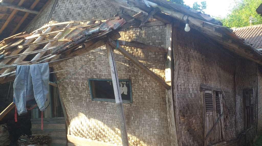 Ada Pesan Untuk PLT Bupati Cianjur, Rumah Nenek Jompo Nyaris Roboh,