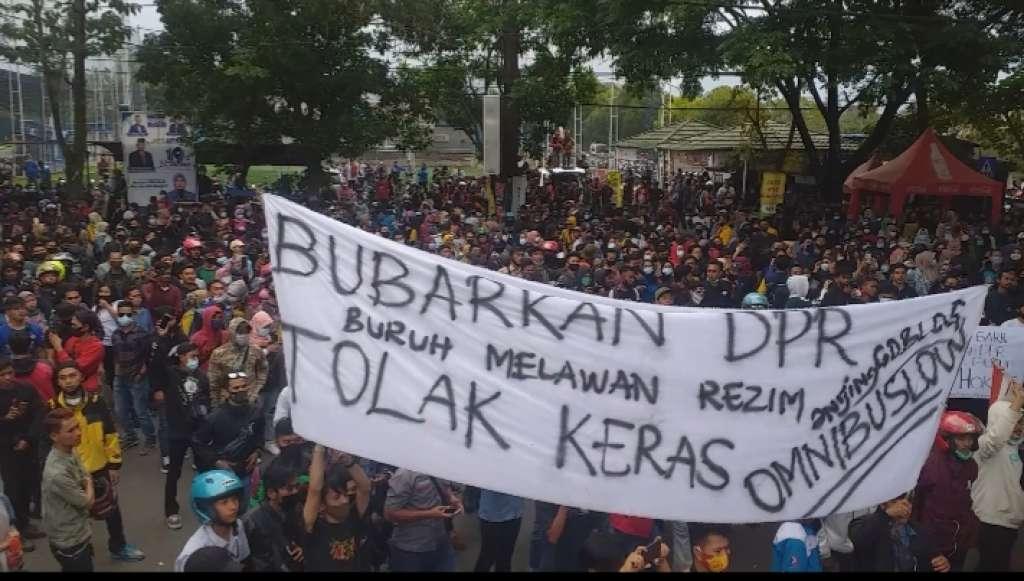 Diduga Ada Penyusup, Demo Buruh Cianjur Rusuh