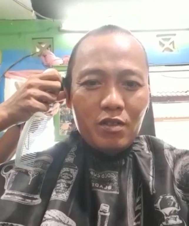 Ketua DPC Partai Nasdem Mande, Penuhi Nazar Potong Rambut Hingga Botak