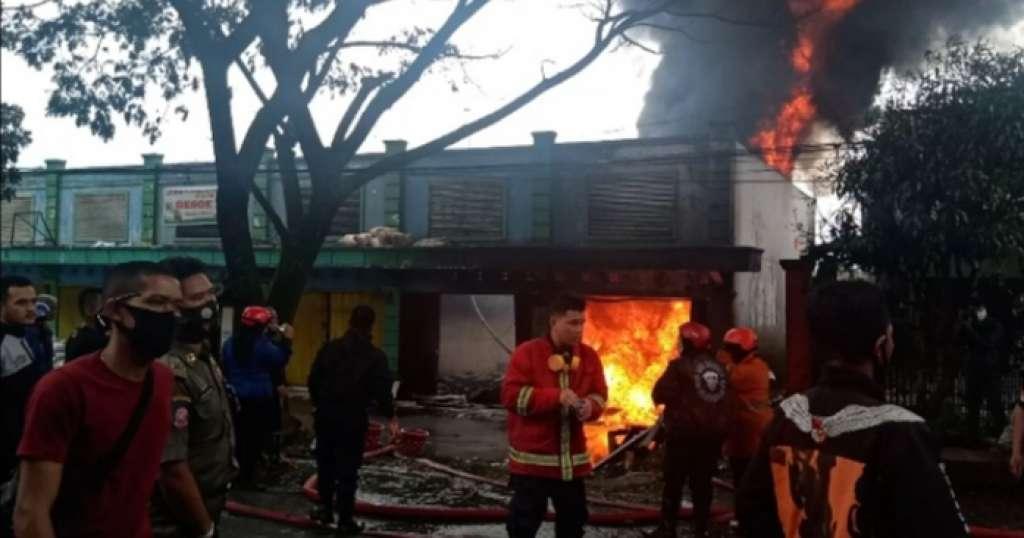 Penyimpanan BBM Ileggal dan Ruko Gula, Ludes Dilalap Sijago Merah di Cibeber