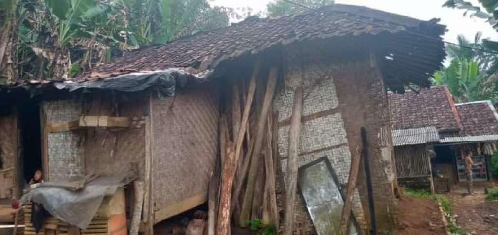 Viral, Rumah Jompo Nyaris Ambruk, Camat Cibeber Check Lokasi