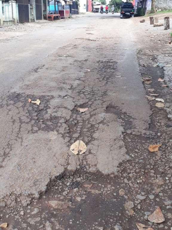 Retribusi Getol Di Tarik, Pemkab Cianjur Lupa Perbaiki Jalan