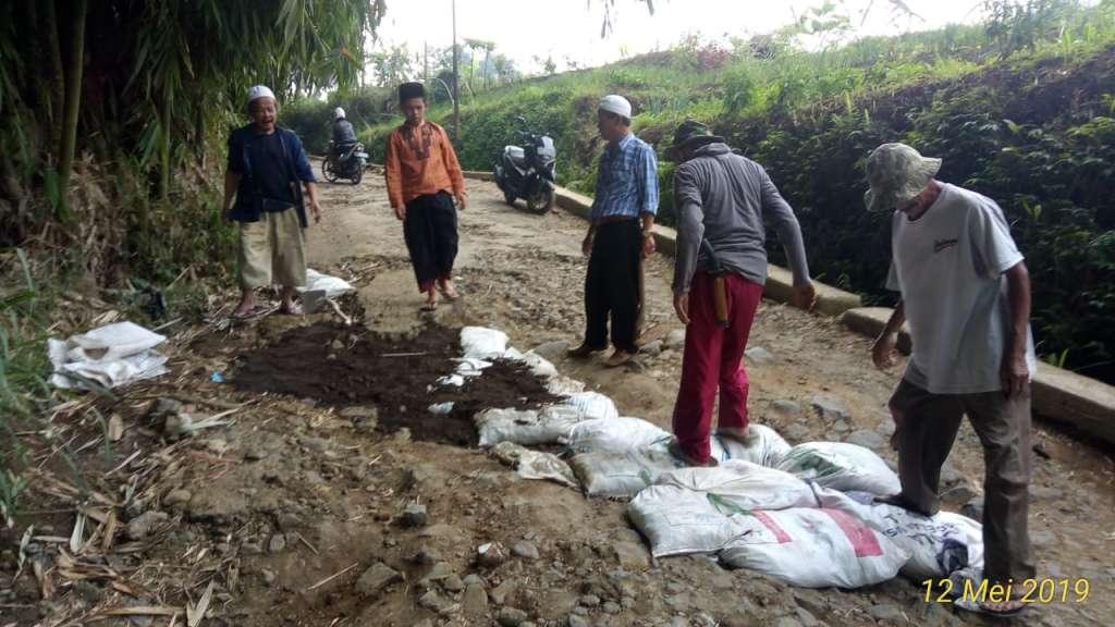 Akses Jalan Daerah Pariwisata Hancur,  Anggota DPRD Dedi Suherli Sentil Plt Bupati dan Kadis PUPR