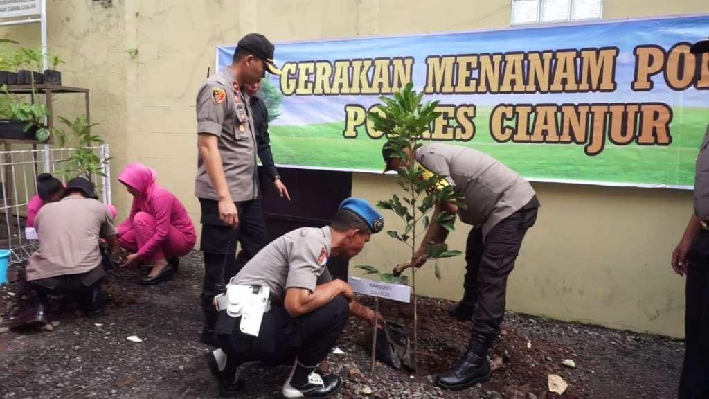 Polres Cianjur, Kegiatan Tanam Pohon Solusi Jangka Panjang