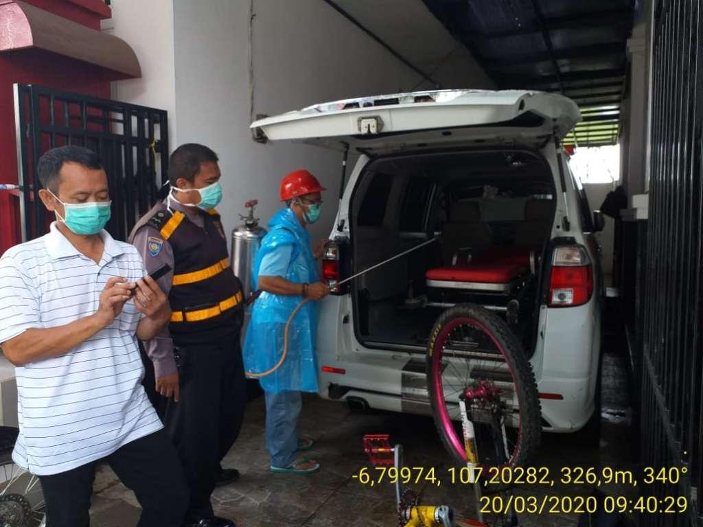 Cegah Covid-19, Polsek Karangtengah Lakukan Penyemprotan Disinfektan