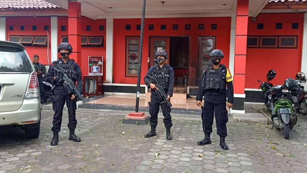 Kantor DPC PDIP Cianjur  Dilempari Bom molotov, Susi : Minta  Polisi Mengusut Tuntas Motif Pelaku