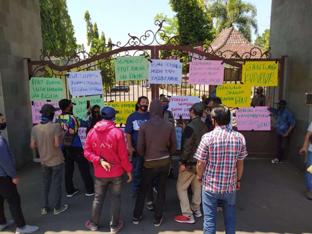 GEMBOK Demo Kantor Bupati Cianjur, Ungkap Temuan Indikasi Korupsi dan Kolusi BPNT