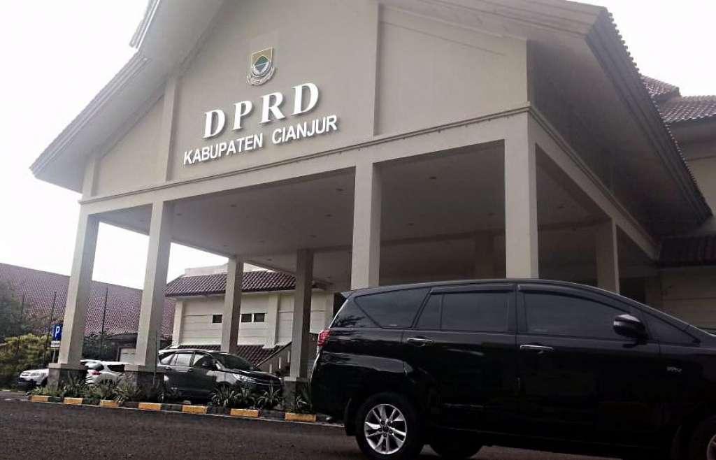 Kantor_DPRD_Cianjur_compressed.jpg