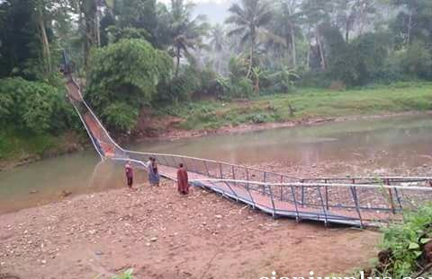 jembatan-leles-cianjur-putus-3.jpg